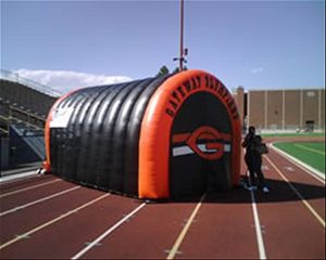Inflatable team tunnel